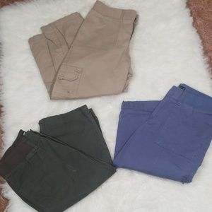 Bundle of  3 Lee relaxed fit capris . Size 6